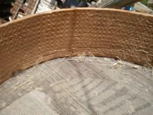 Une planchette crantée et courbée et du ... crin de cheval tissé sont les principaux matériaux de fabrication de ce tamis