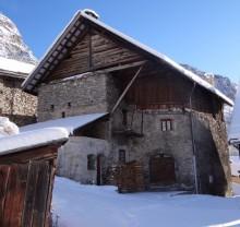 Un bel exemple de l'architecture rurale névachaise